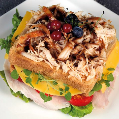 Club sandwich_pulled chicken